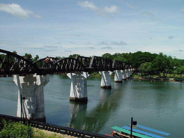 800px-bridge_over_river_kwai